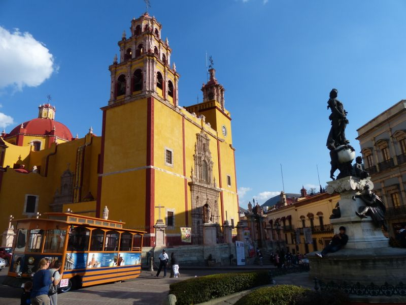 There are a lot of very old churches in Guanajuato