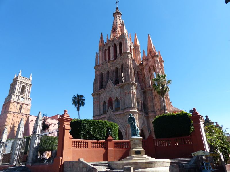The town's centerpiece is the Parroquia, with it's soaring towers which were added on to an older church in the late 19th century.