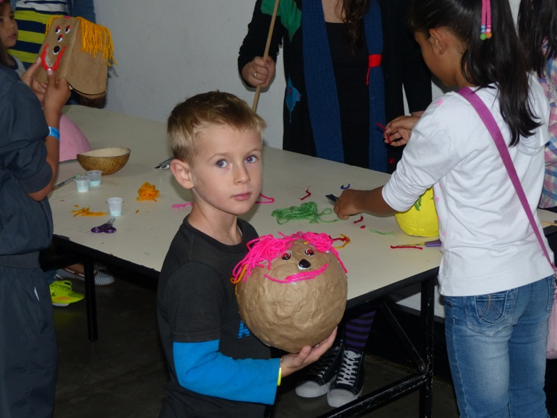 The next day we went to the Maloka children's museum. Quinn had a great time and even made a monster!