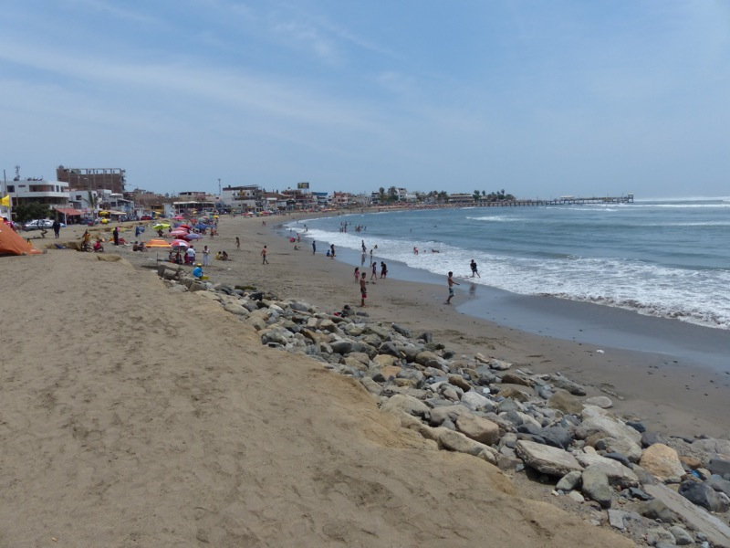 The beach at Huanchaco was busy on the weekend when we were there.