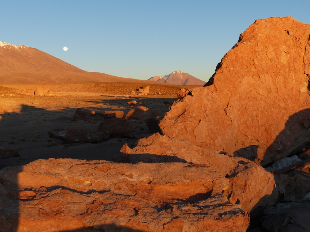 The next morning we enjoyed a spectacular sunrise with a full moon setting over the mountains.
