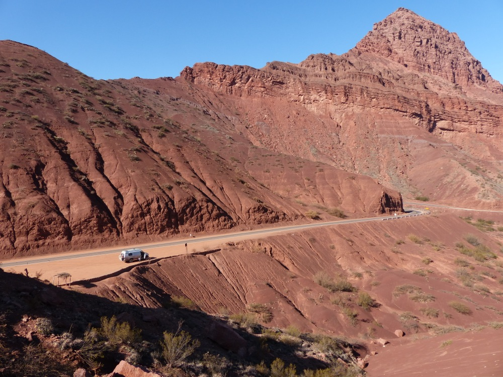 We were surprised on our way into Cafayate by the amazing Quebrada de Cafayate. It reminded us of Utah and made for a beautiful afternoon's drive.